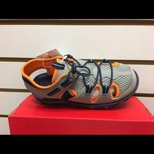 New Balance Kids Adirondack sandal